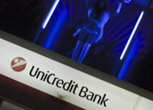 unicredit-bank-striptizci-kizlar