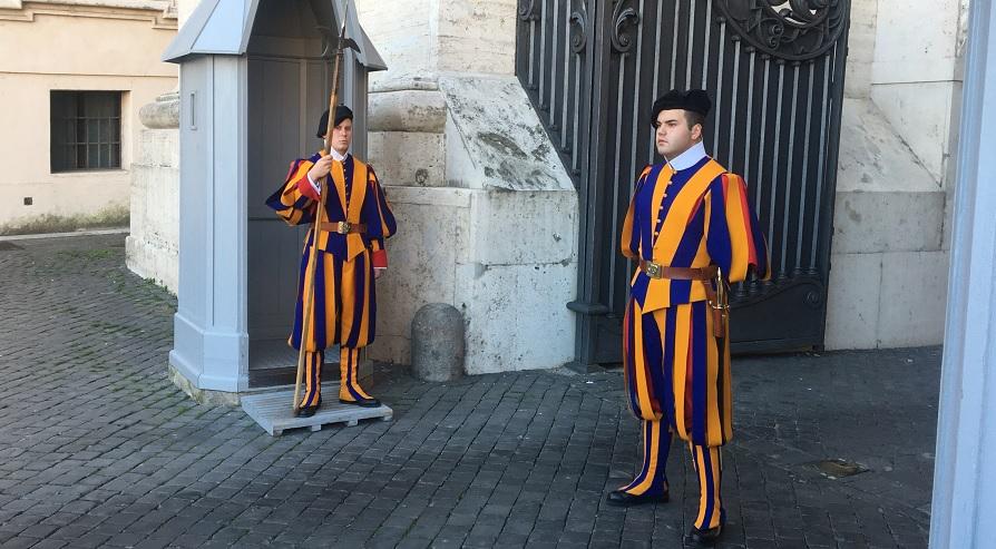 vatikan-isvicreli-askerler